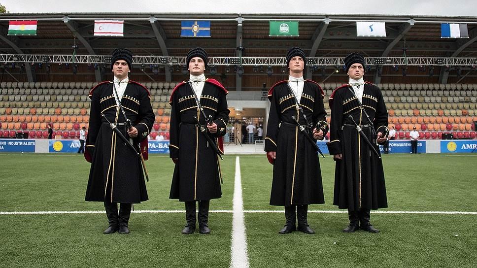 Репетиция открытия второго чемпионата мира среди непризнанных в 2016-м на стадионе «Динамо» в Сухуми — национальные костюмы
