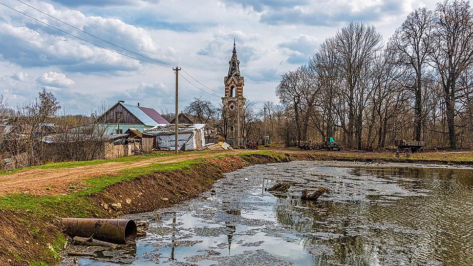 Водонапорная башня в готическом стиле, построенная в 1880-е годы в липецком селе Баловнево,— напоминание о былом величии усадьбы Муромцевых