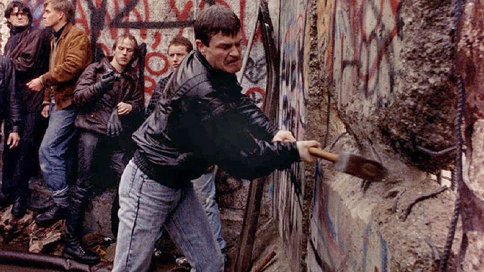 Берлинская стена была символом «цивилизационного несчастья» Восточной Европы. Избавление от нее, однако, всеобщего счастья не принесло