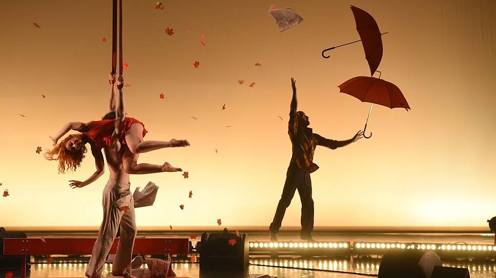 Циркачи из компании Даниэле Финци Паска не утруждают себя законами гравитации