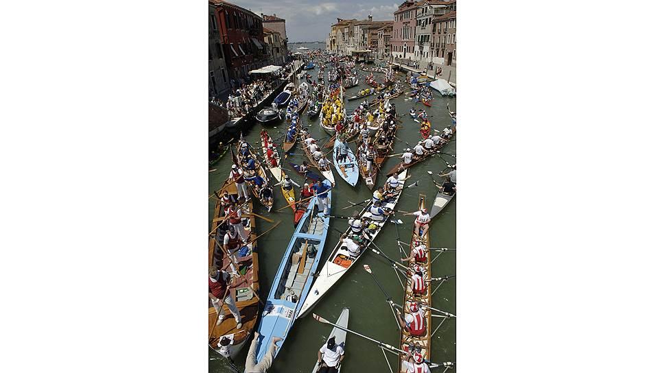 Пробки в Венеции дело привычное. Только и они — на воде