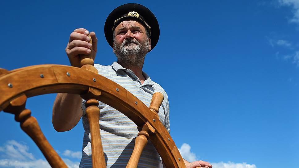 Зачем бывший моряк открыл музей лодки в вологодской глубинке