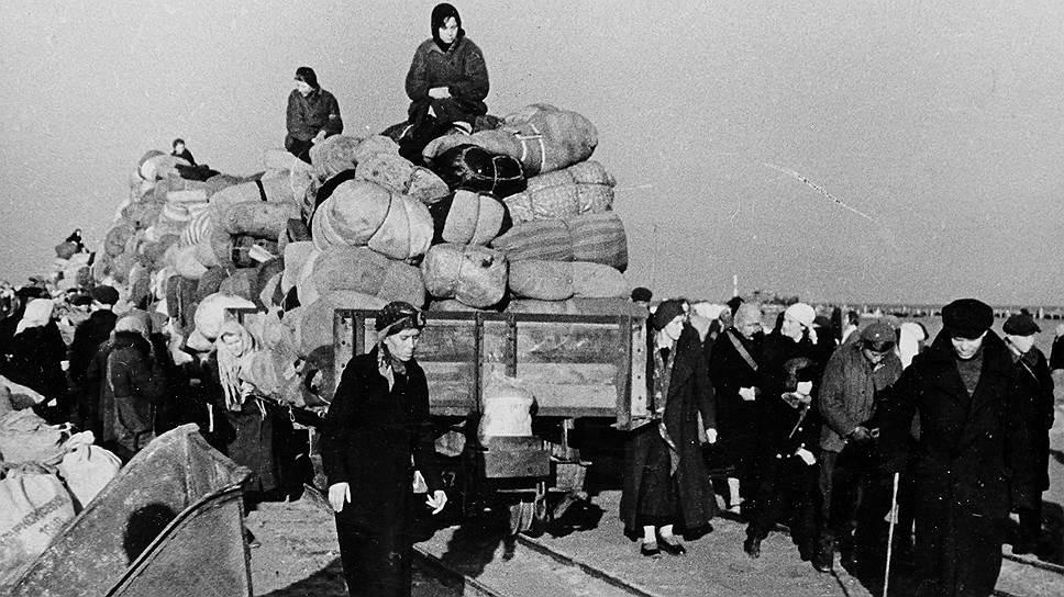 Нескончаемые колонны беженцев — трагическая примета войны