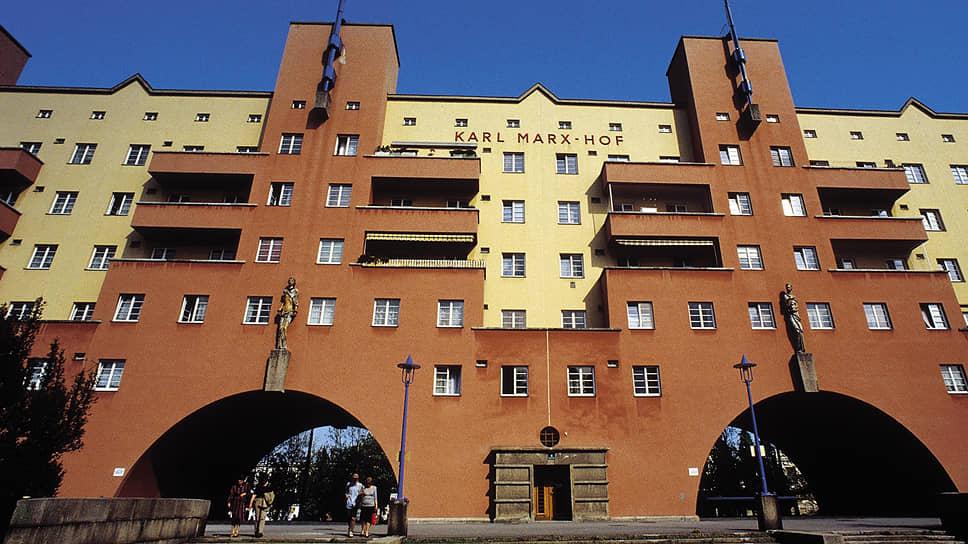 Здания Красной Вены, вроде Карл-Маркс-Хофа (на фото),— не просто впечатляющая архитектура, но и символ успехов города в области социального жилья