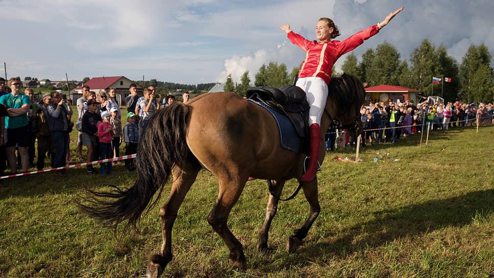 Показательные выступления по джигитовке. Наездница Алина Булгакова на лошади карачаевской породы