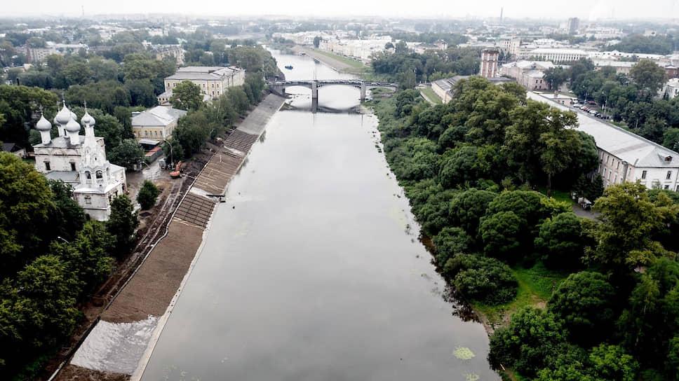 Реку в центре Вологды местная власть уже второй год закатывает в бетонные берега