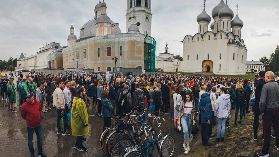 В конце июля сотни горожан собрались у стен Вологодского кремля в защиту культурно-исторического ландшафта города