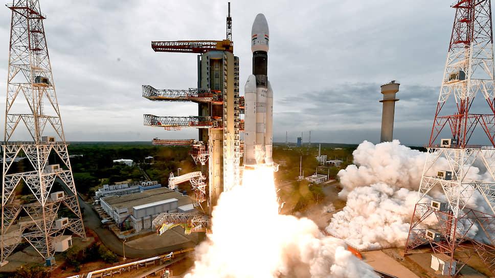 Достать с неба Луну — важная задача Индийской организации космических исследований (на фото — старт лунной миссии «Чандраян-2»). Но — не единственная