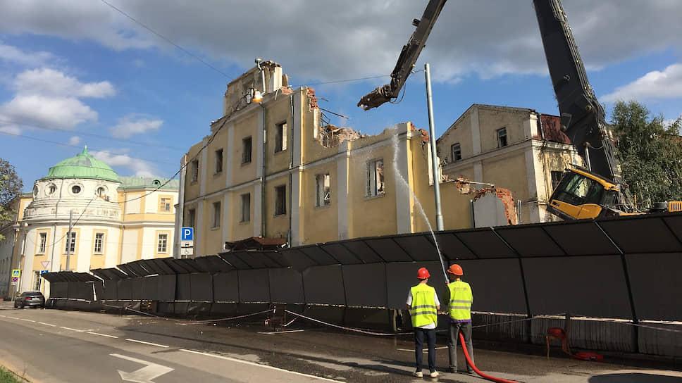 О попытке воспрепятствовать сносу исторических зданий в Москве