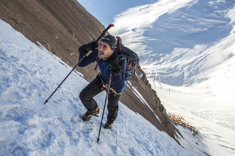 Греческий спортсмен штурмует участок дистанции, который называются «Взлетка». Чтобы его преодолеть, нужны кошки