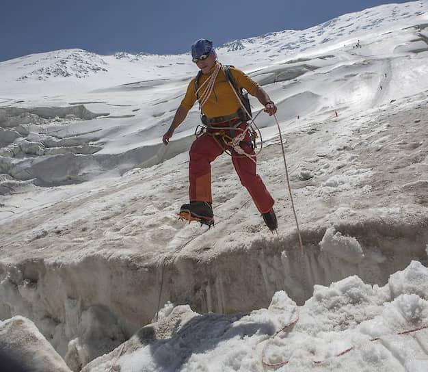 До начала гонки требуется проверить «проходимость» ледниковых трещин на дистанции