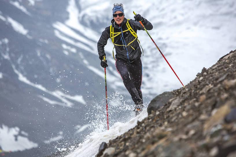 Доминик Сальчер из Австрии — победитель гонки на вершину. Ему 28 лет. Он один из самых известных скайраннеров планеты