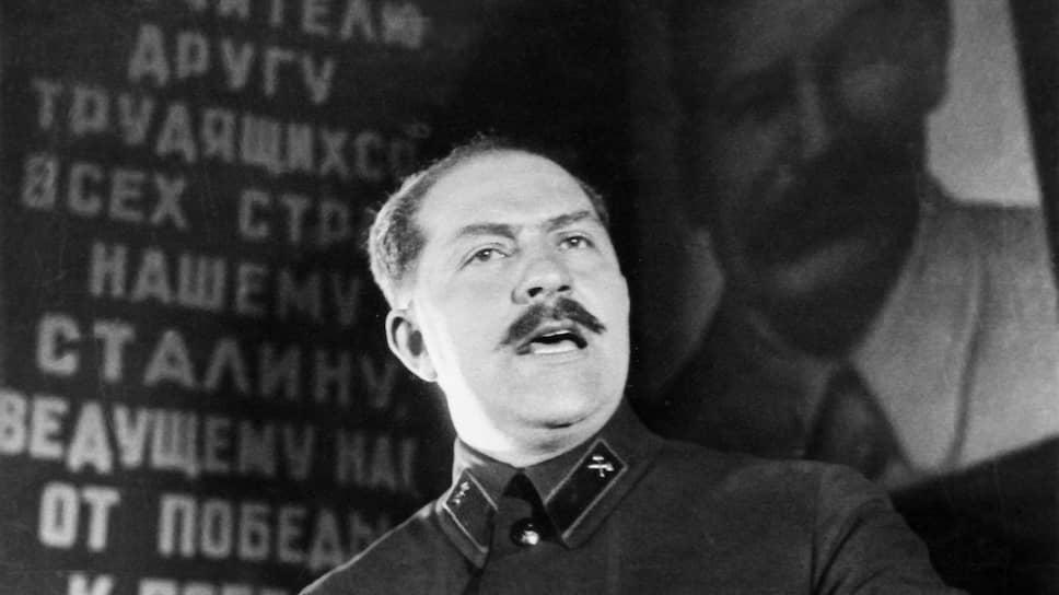 Когда размах коренизации принял угрожающие размеры, вмешалась партия. Так на Украине появился свой генеральный секретарь — Лазарь Каганович