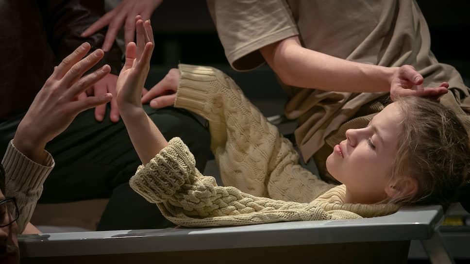 Сцена из «Солнечной линии», постановка Алины Кушим