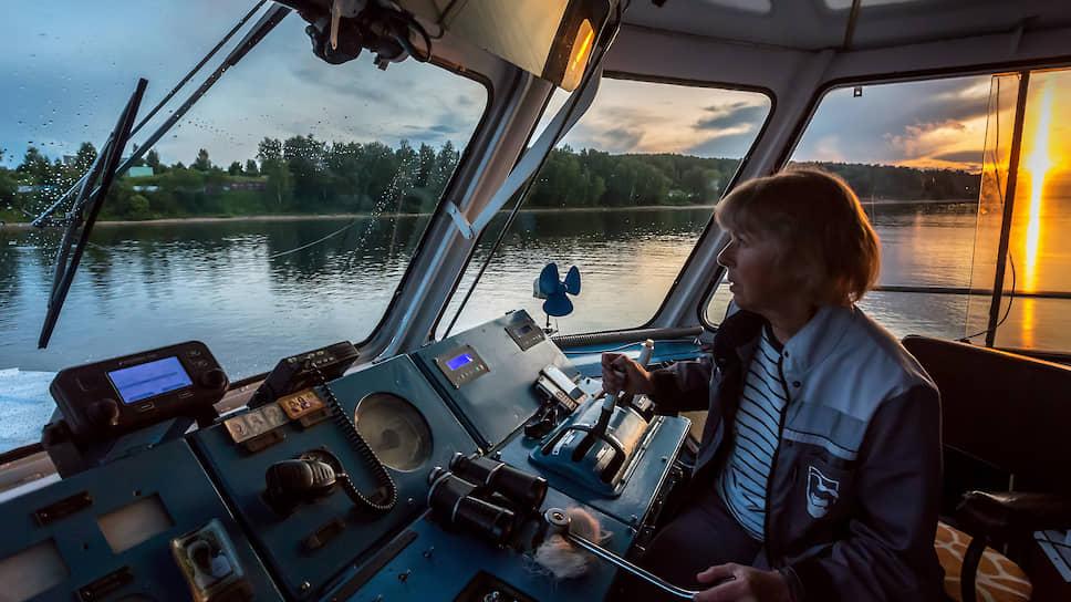 Капитан Марина Гаврилова исходила Волгу вдоль и поперек, знает каждый участок и уже не сверяется с лоцманскими картами