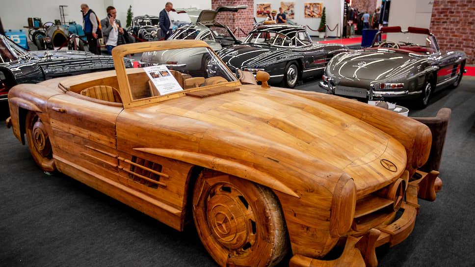 Mercedes 300 SL Gullwing Roadster, сделанный из тикового дерева