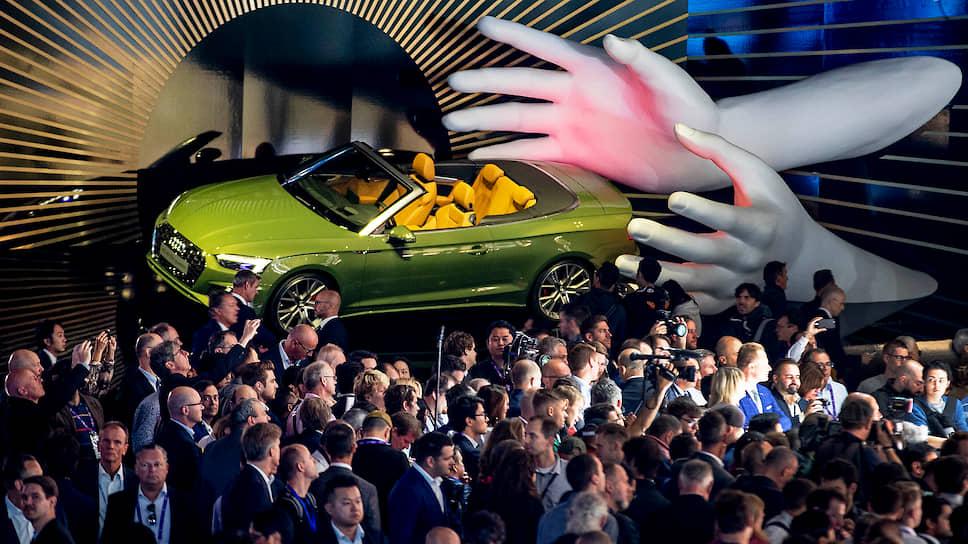 Все смешалось на Франкфуртском автосалоне: бестселлеры разных эпох от Audi и Mercedes Benz, автоновинки, которые должны подбросить нас в будущее, и агрессивная антиавтомобильная пропаганда экологов, персонально адресованная канцлеру Меркель