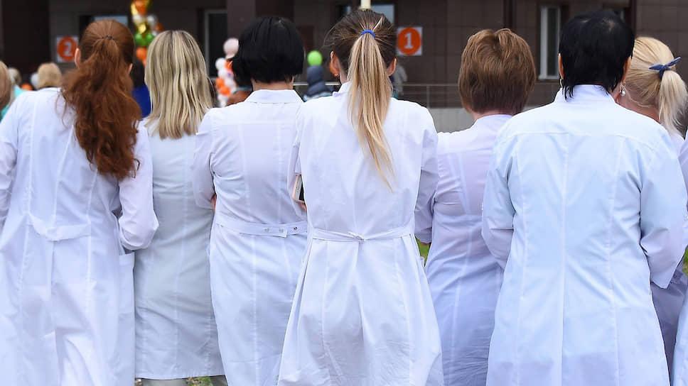 Порочный круг: российское здравоохранение поворачивается спиной к медработникам, а они — к пациентам