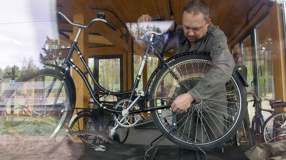 Андрей создал огромную сеть информаторов. Торговцы антиквариатом, коллекционеры, любители техники — изо всех стран бывшего СССР к нему обращаются, когда «есть кое-что по велосипедам»