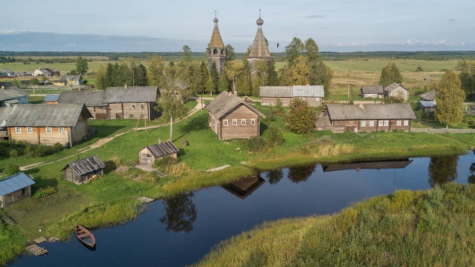 Вид на село Ошевенский Погост и церковь Богоявления Господня (построена в 1787 году)