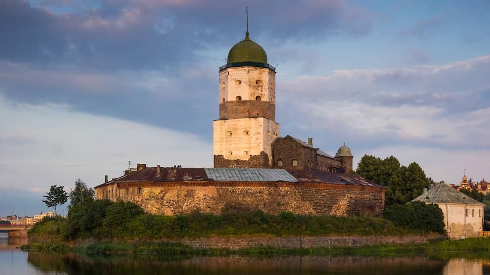 Выборгский замок (основан в XIII веке)