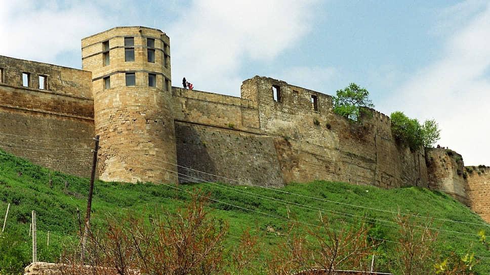 Дербентская крепость (основана в VI веке)