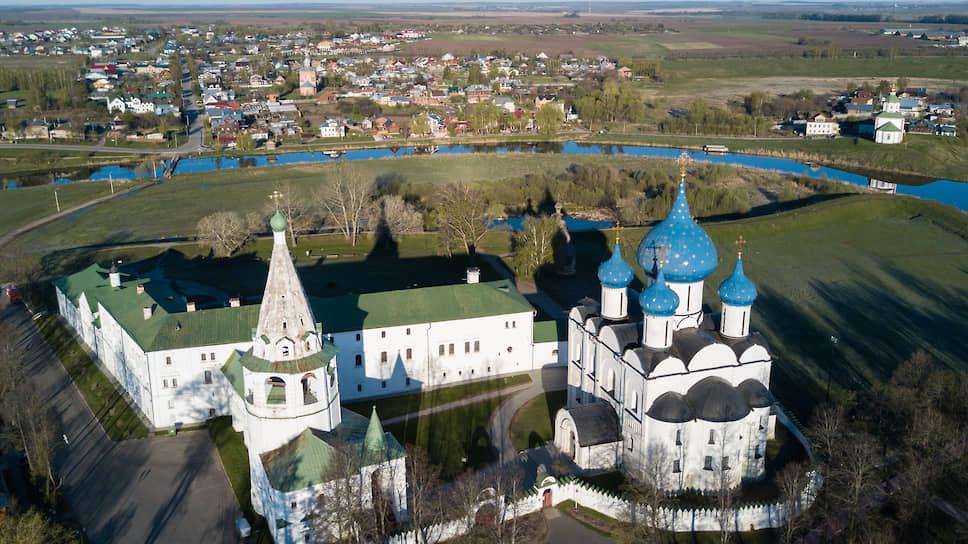 Суздальский кремль (основан в XI веке)