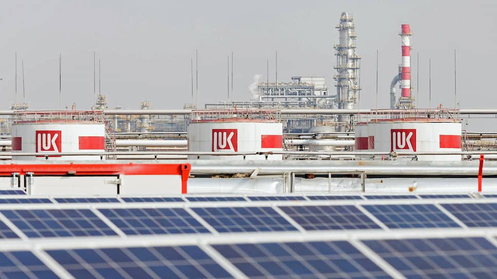 ЛУКОЙЛ развивает проекты в сфере возобновляемых источников энергии. На фото — солнечная электростанция на нефтеперерабатывающем заводе в Волгограде