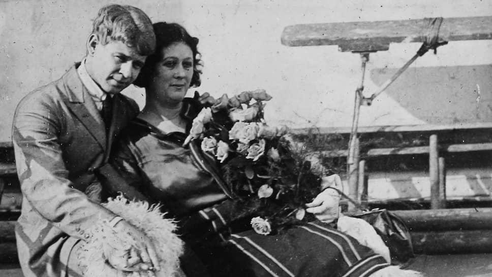 После свадьбы Дункан с поэтом Сергеем Есениным о паре в России писали «наши за границей»