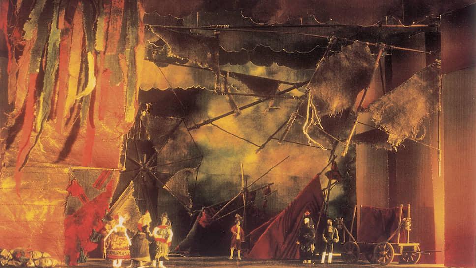 Декорации к балету созданы художником Николасом Георгиадисом