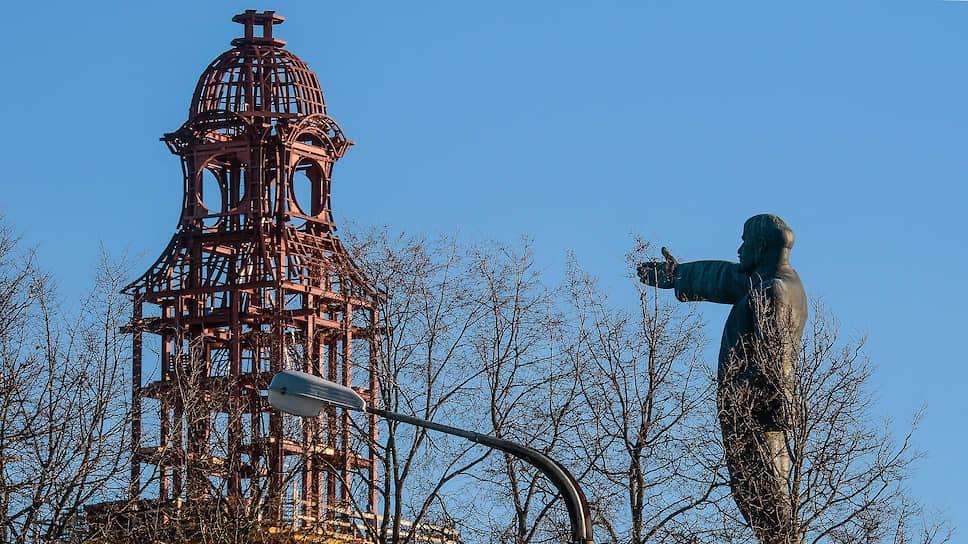 Памятник Ильичу в Костроме теперь зовет не к светлому будущему, а напоминает о тех временах, когда уничтожались храмы
