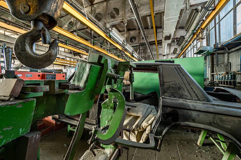 Пять лет частная компания «Механосброчный цех № 6» выпускала лимузины и кабриолеты ЗИЛ из существовавшего задела, а также занималась реконструкцией и обслуживанием этих машин по заказу владельцев