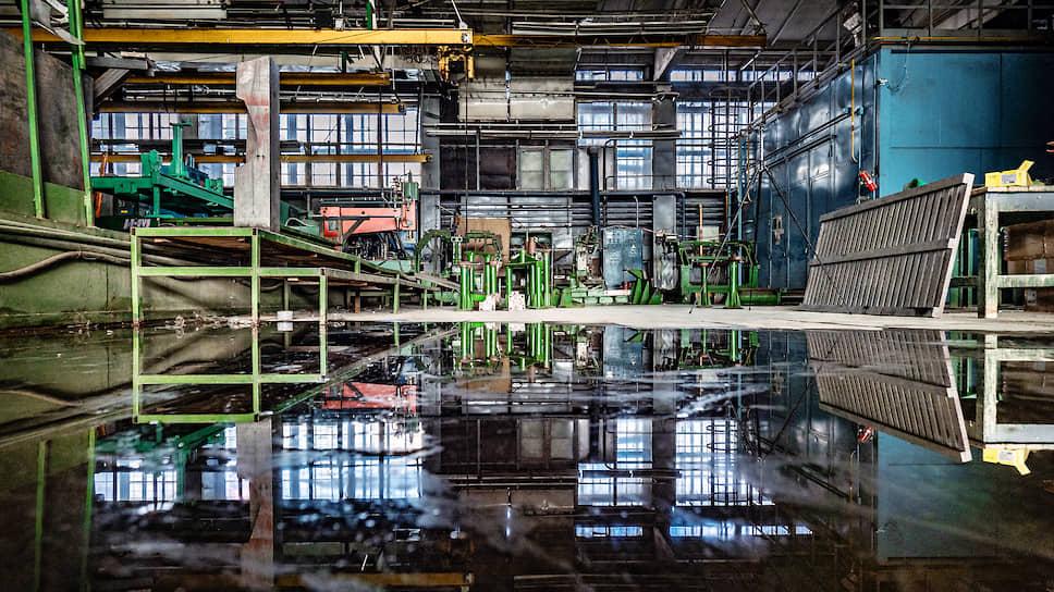 Через пару месяцев и это здание снесут — оно так и осталось собственностью завода