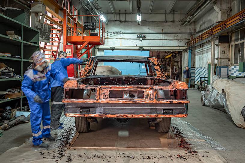 В работе находятся как вновь собираемые автомобили, так и те, которые проходят реставрацию