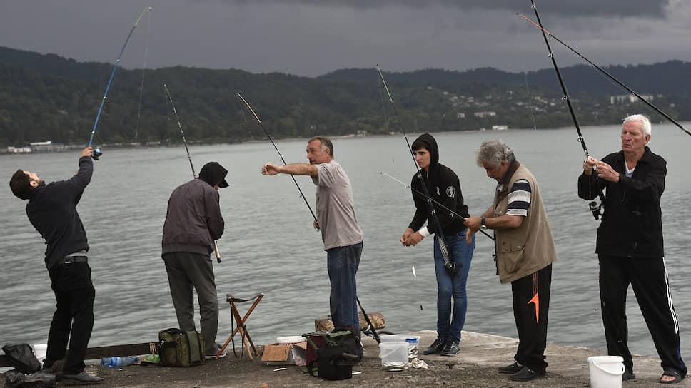 Главное при ловле рыбы — это, конечно, компания