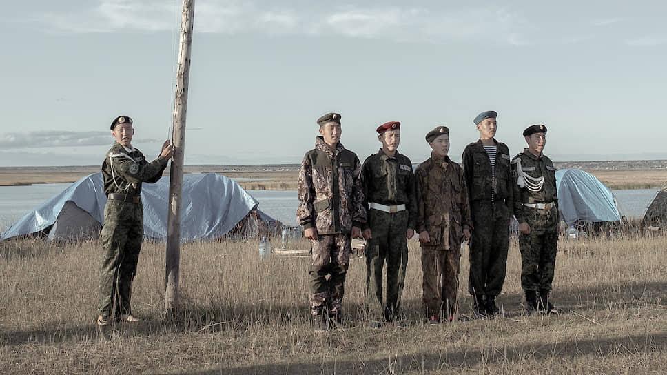 Военно-полевые сборы Мюрюнской юношеской гимназии «Уолан». Торжественное построение