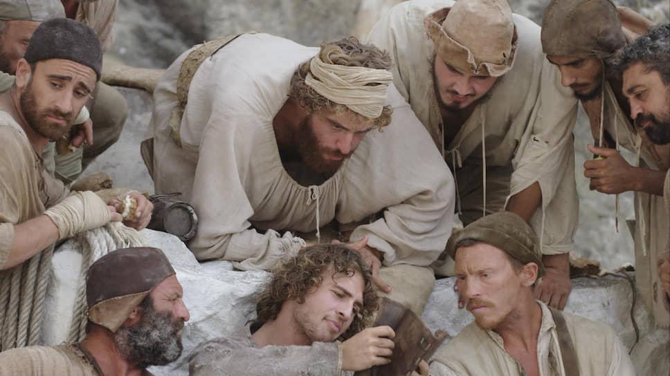По словам режиссера, равновесие в его фильме держится на трех опорах: мраморная глыба, каррарские каменотесы и сам Микеланджело