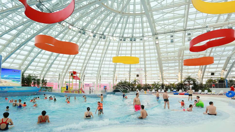Одна из достопримечательностей Когалыма — современный аквапарк и бассейн с искусственными морскими волнами