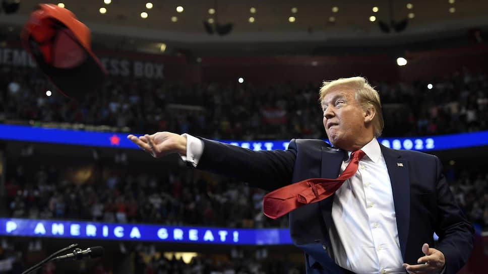 …бумеранг импичмента вернулся к тому, кто и задал тон этой моде на разрушение — «неформатному» президенту США Дональду Трампу