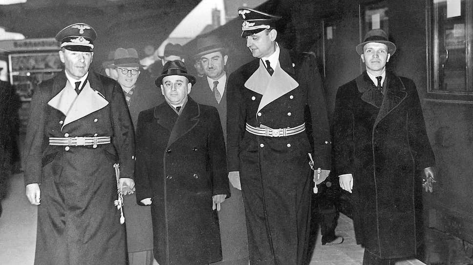 Ноябрь 1940 года. Прибытие в Берлин советского посла Владимира Деканозова. К тому времени он уже не первый год курировал операцию по переброске из Германии туристов-беженцев