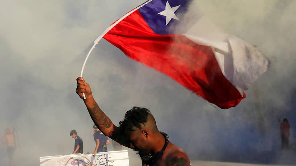 Разрушительные протесты против власти, причем любой — главный хит уходящего геополитического сезона. На фото протест в Чили