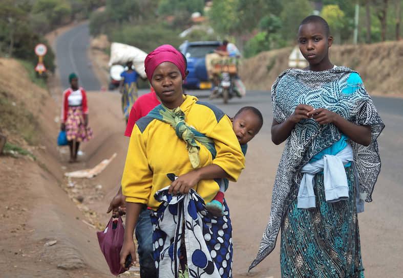 Марангу, популярный маршрут восхождения, даже называют «Кока-колой» — когда-то там торговали газировкой прямо на тропе