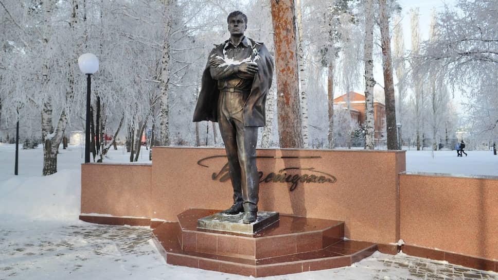Памятник Пастернаку. Именно в Чистополе, оказывается, жил прототип доктора Живаго