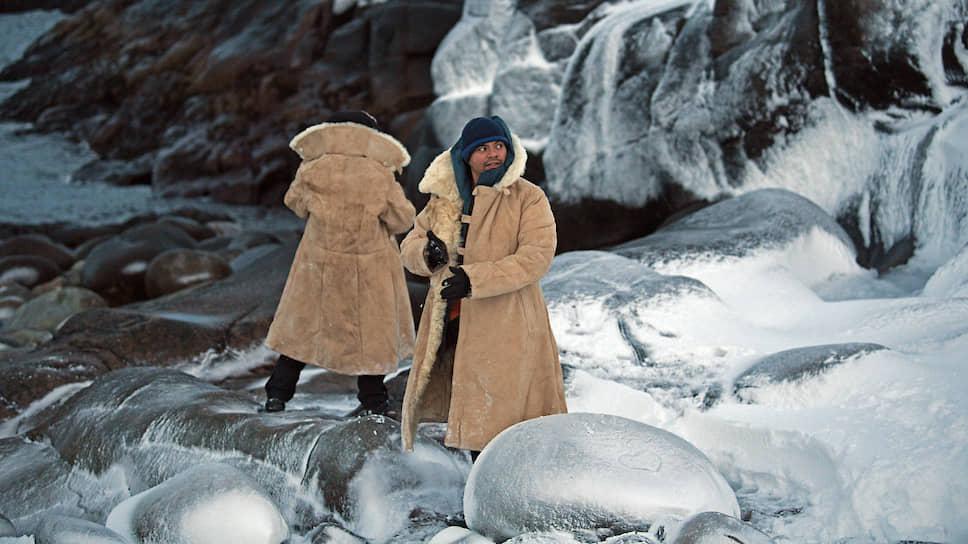 Тулупы из своих запасов туристам выдают водители снегоходов