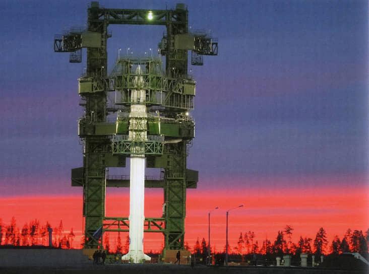 Установка РН «Ангара-1.2ПП» на стартовом столе на космодроме Плесецк 25 марта 2014 года