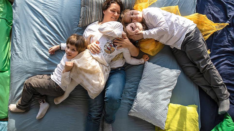 Cоздатель семейного пространства «Гнезда» Анна Бородина с детьми
