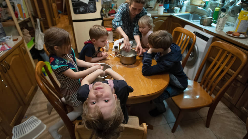 Александра Скворцова во время занятий в домашнем английском клубе English Cooking Club