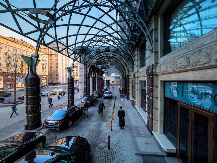 Фасад отеля «Ритц Карлтон» на Тверской улице