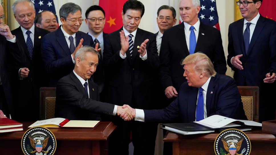 Соглашение скрепили подписями президент США и вице-премьер Госсовета КНР Лю Хэ. Председатель Си в Вашингтон не прилетел