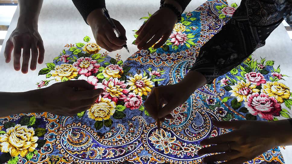 Принцип традиционного рисунка (крока) — цветы должны «жить в платке», а не быть лишь элементами жесткого орнамента